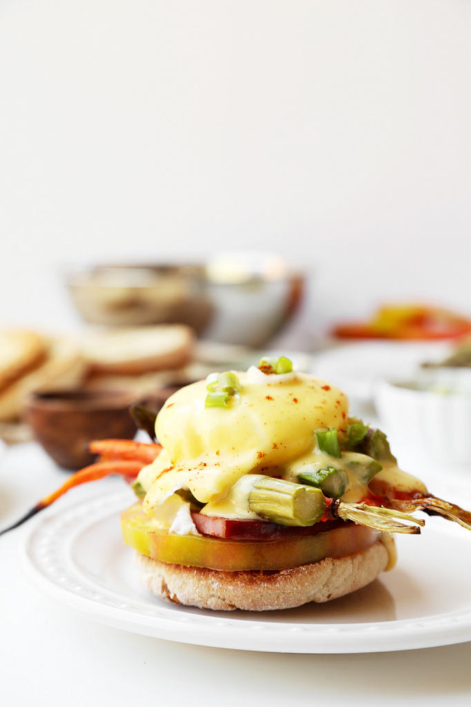 how to cook eggs benedict at home